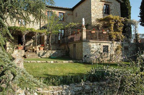 Location toscane casa allegra montebuoni maison de for Arbuste interieur maison